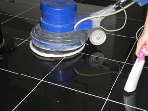 Мытье кафельного пола