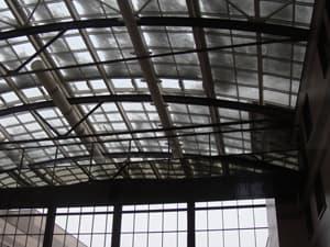 Мытье стеклянной крыши